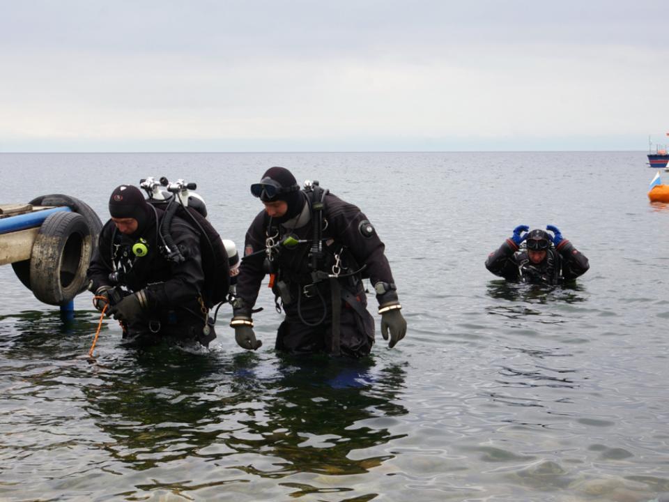У берегов Владивостока спасатели ищут дайвера
