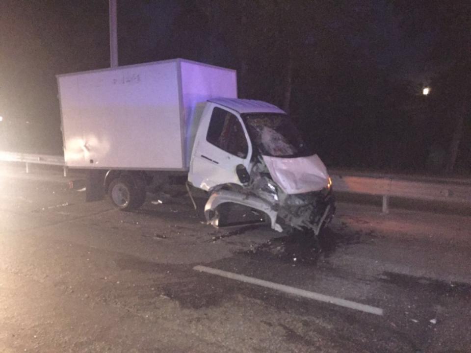 Автомобиль полицейских иеще 3 машины столкнулись вНовосибирске