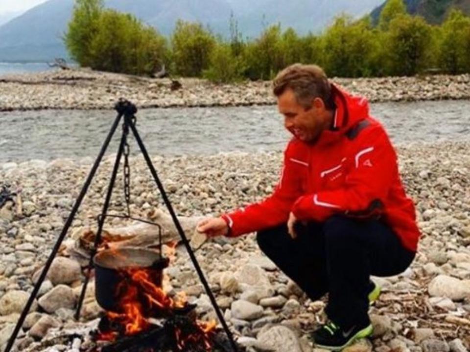 Павел Астахов проводит отпуск насеверном Байкале