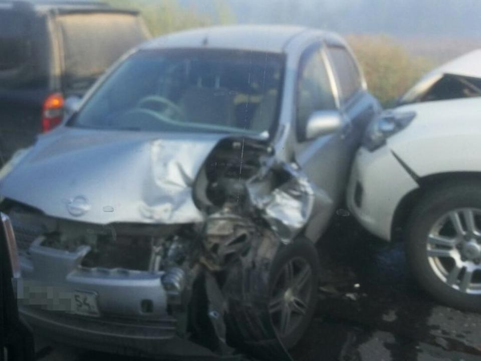 Натрасе под Новосибирском вДТП попали 12 авто