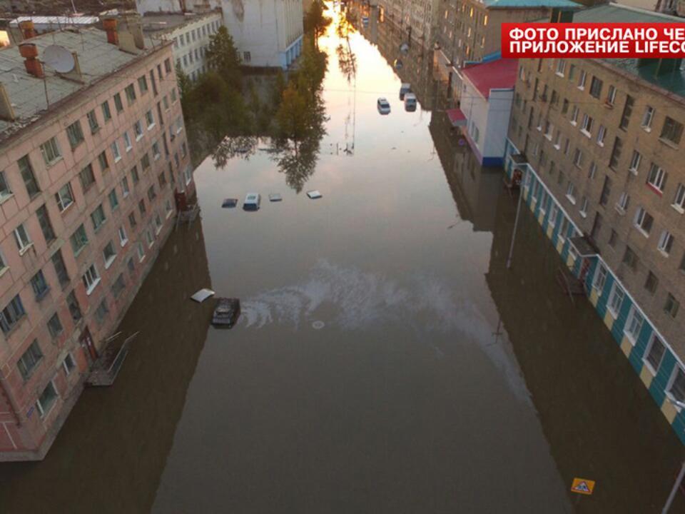 Венеция наКолыме: Улицы города Сусуман ушли под воду из-за паводка