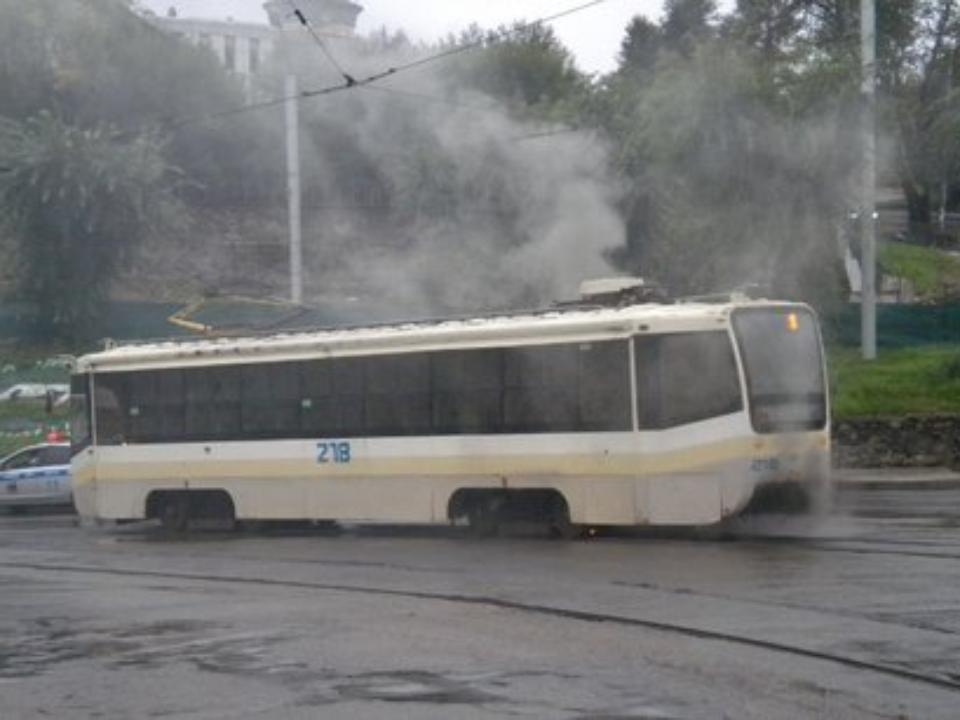 Трамвай зажегся наГлазковском мосту вИркутске