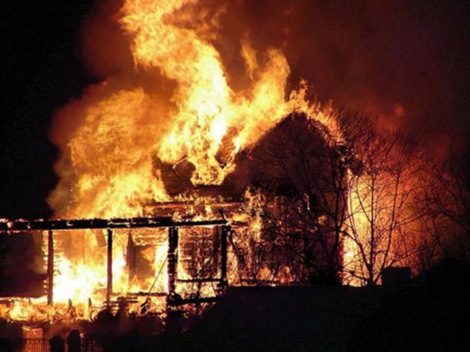 Семья из четырех человек погибла на пожаре в Тайшете