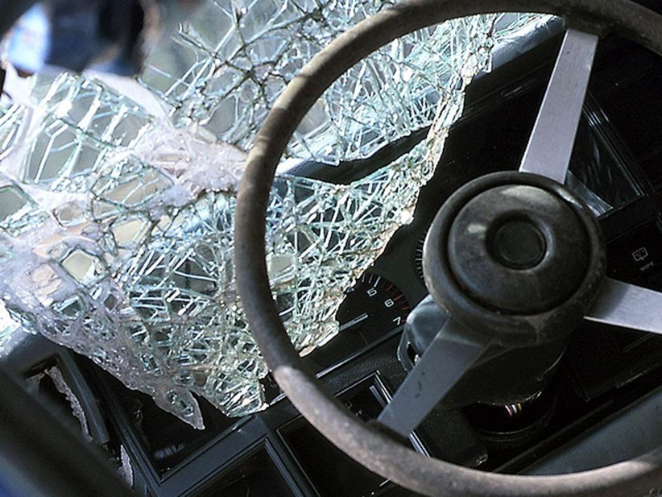 ВКузбассе Тоёта Cresta врезалась вдерево, умер пассажир