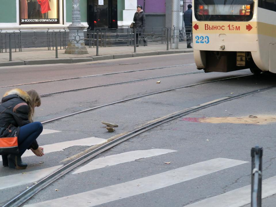 Старая женщина угодила под трамвай вцентре Иркутска