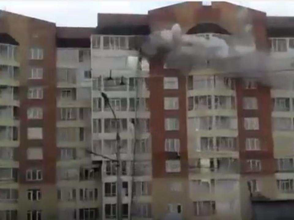 Налевобережье Красноярска загорелась многоэтажка