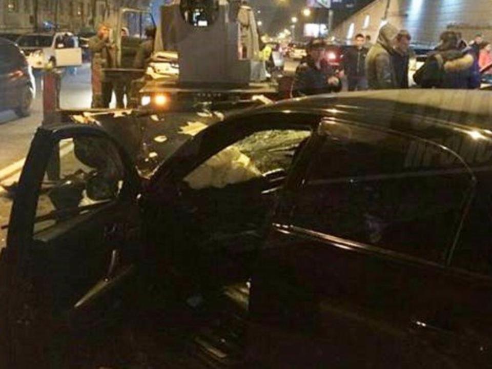 ВоВладивостоке автомобиль свадебного кортежа врезался вавтокран