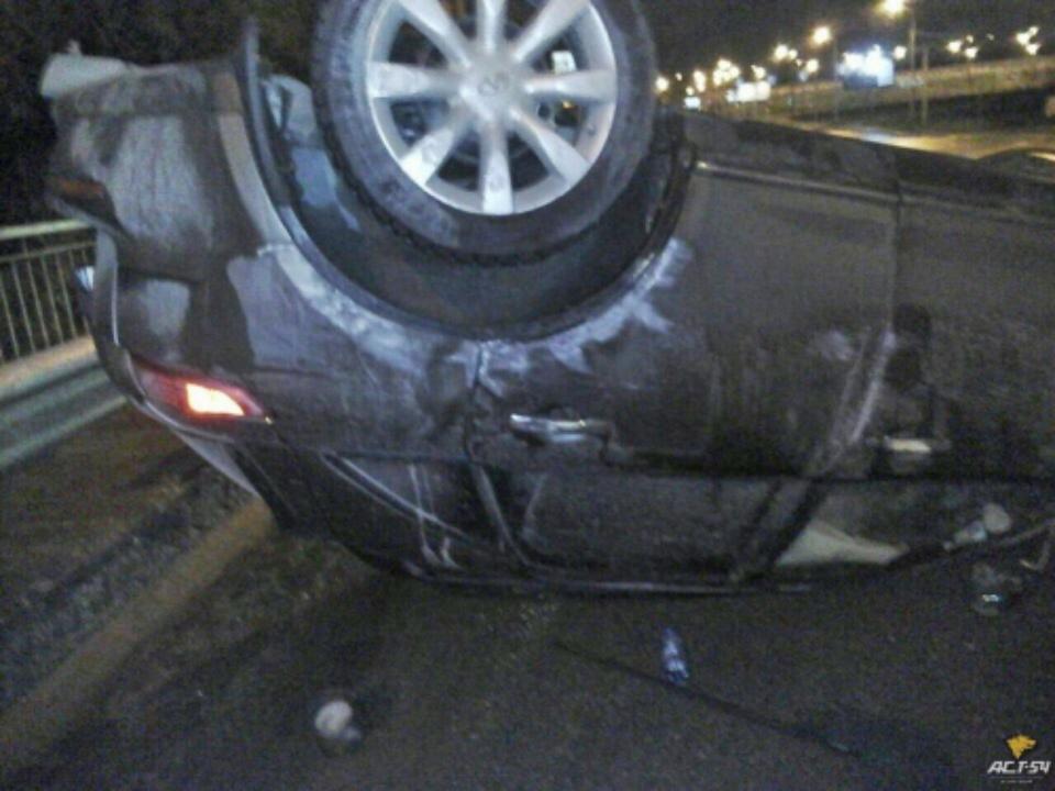 Нетрезвый шофёр убежал изперевернувшегося около МЕГИ кроссовера Инфинити