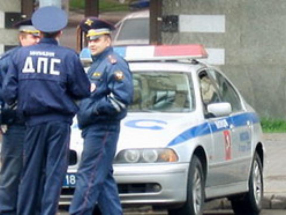 Угонщика, попавшего вДТП наОктябрьском мосту, увезла скорая
