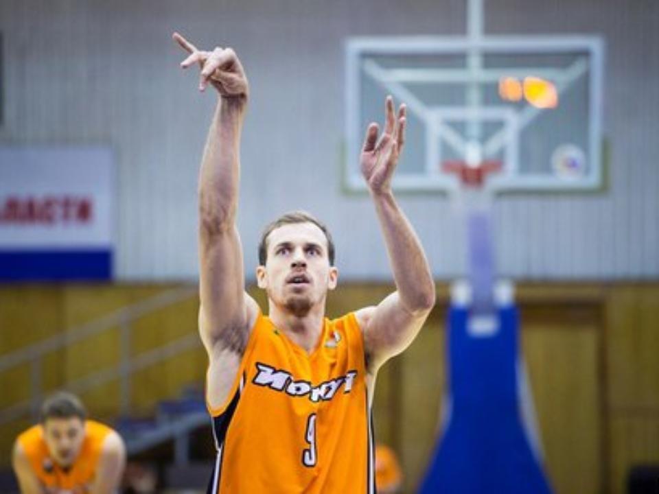Наматче суперлиги баскетболист «Самары» сломал кольцо впорыве атаки