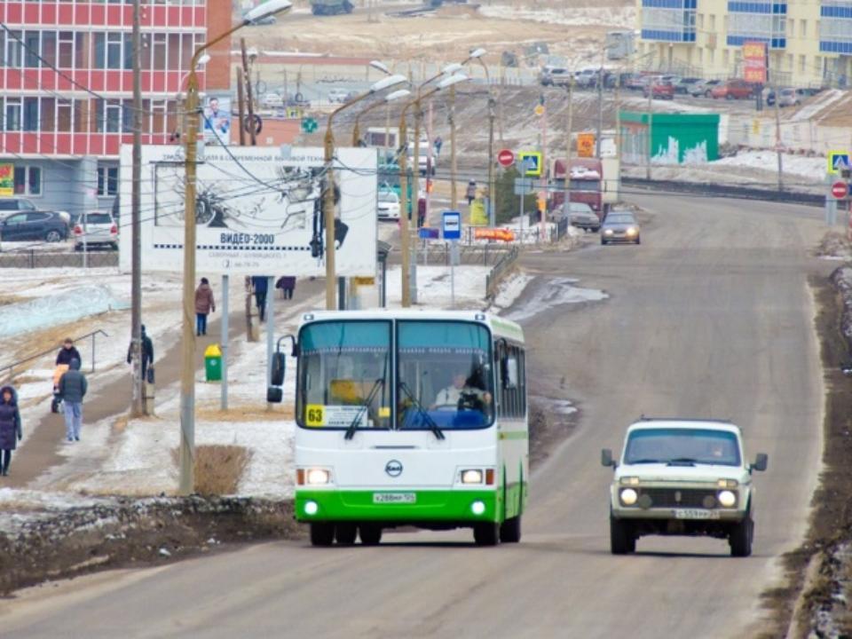 ВКрасноярске автобус зажал вдверях беременную сдочерью