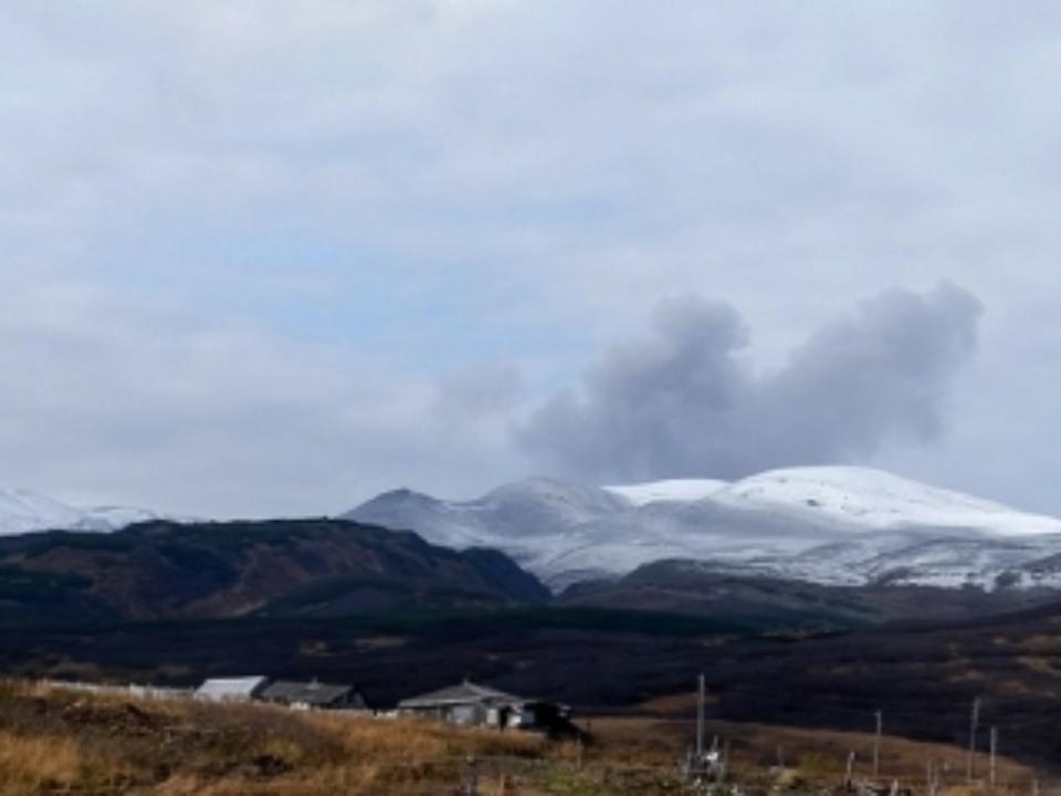 Вулкан Шивелуч наКамчатке выбросил столб пепла навысоту 6,5км