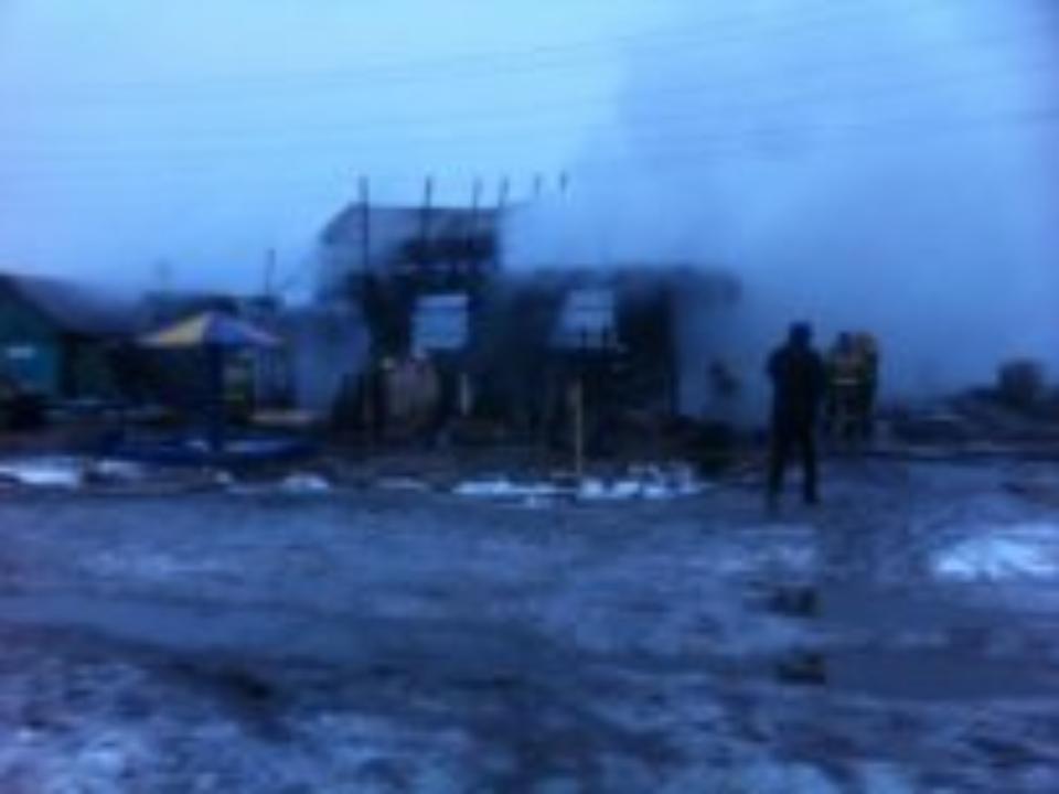 Вцентре Омска сгорело три частных дома