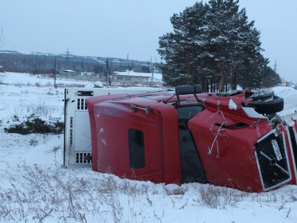 Под Тулуном вдорожной трагедии умер шофёр «УАЗа»