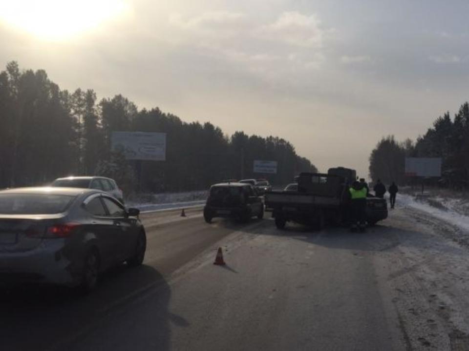 Шофёр иномарки умер вДТП, объезжая трагедию наКачугском тракте вПриангарье
