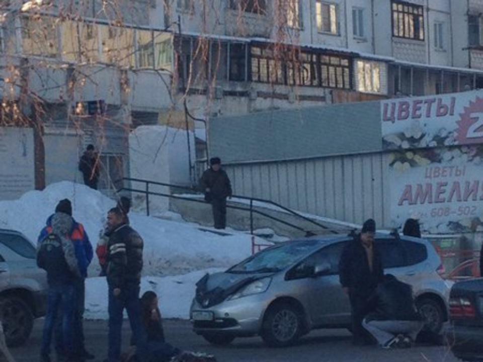 ВИркутске вПервомайском автомобиль Хонда Fit сбил девушку и юного человека