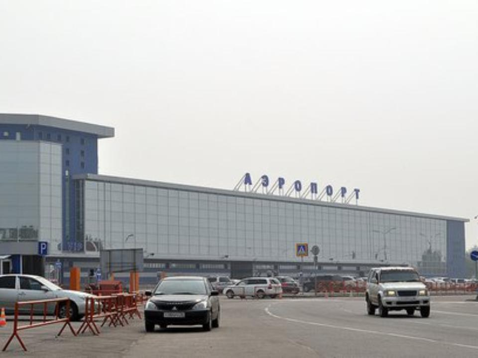 Утром 6января изздания Иркутского аэропорта эвакуировали людей из-за бесхозной сумочки