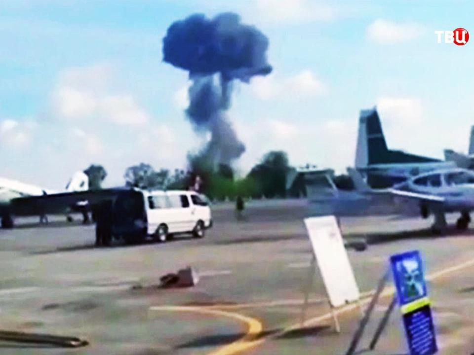 ВТаиланде истребитель разбился впроцессе авиашоу для детей