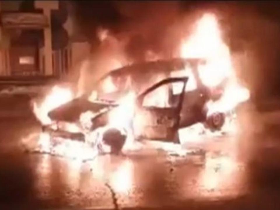 Шофёр успел выскочить изгорящего автомобиля такси— Иркутск