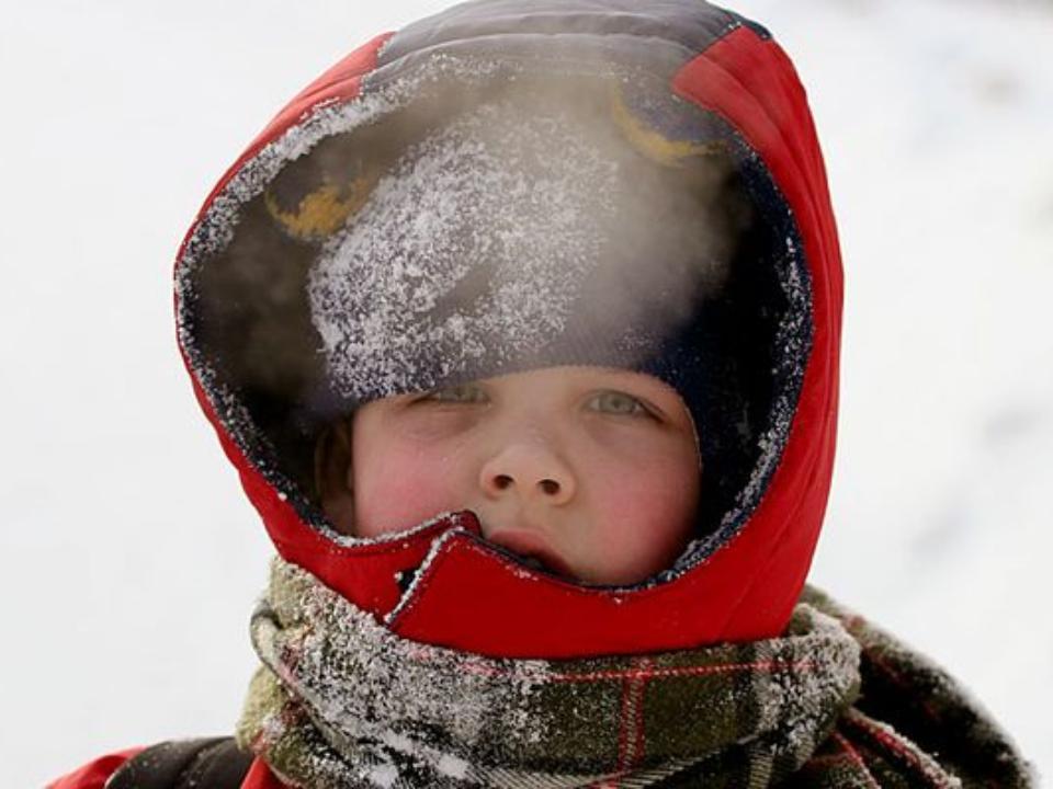 Граждан Красноярска предупреждают обусилении ветра иобледенении