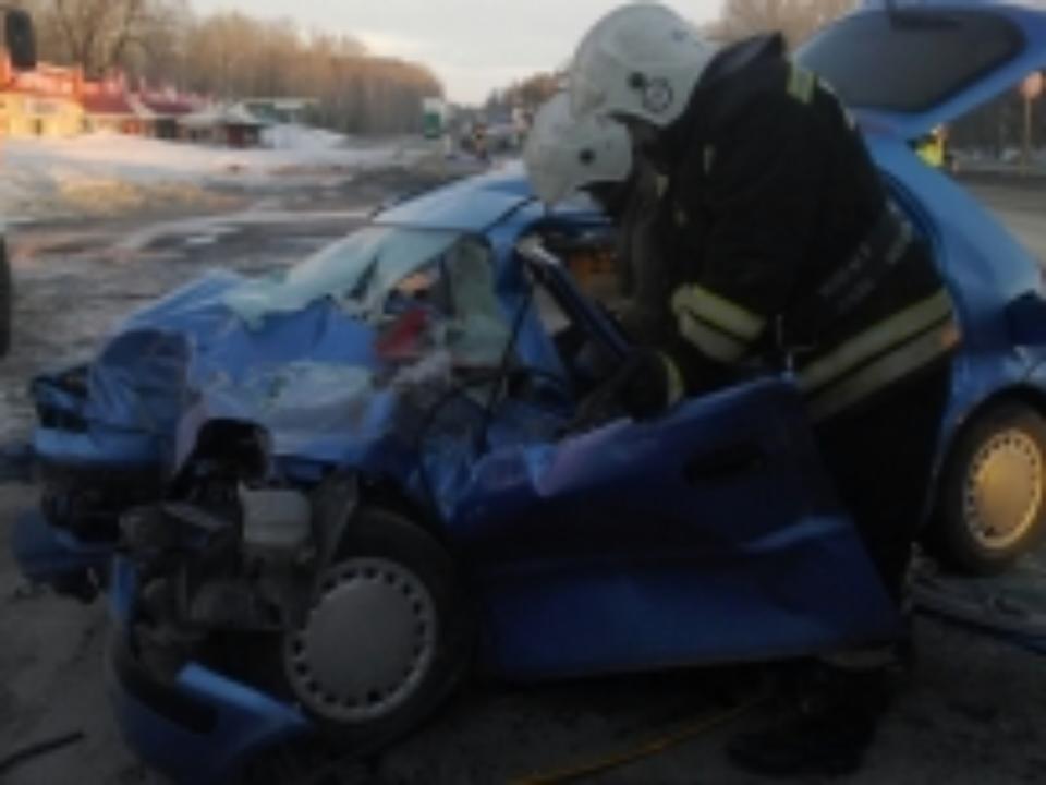 Автомобиль Хонда и фургон столкнулись натрассе Алтайского края