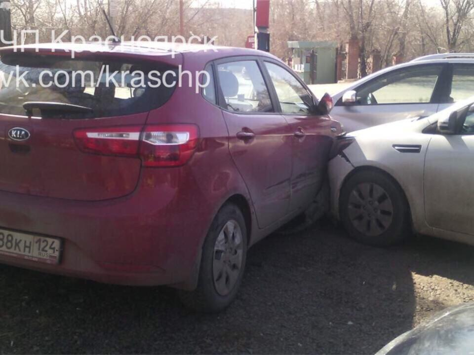 ВКрасноярске нетрезвый шофёр «Хонды» без прав врезался вавтобус