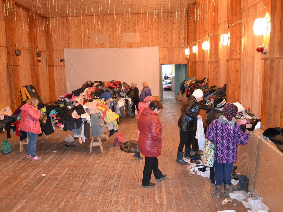 Виркутском поселке Бубновка, где пожар уничтожил 59 домов, развернут мобильный медпункт