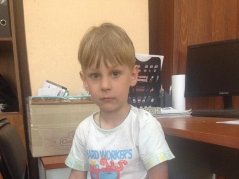 ВАнгарске ищут родителей, бросивших наулице 4-летнего ребенка