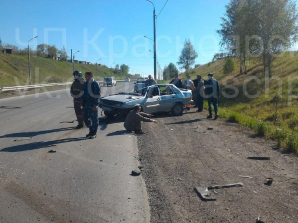 Шофёр въехал встолб наЕнисейском тракте: пассажир умер