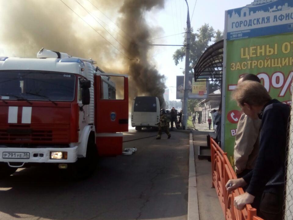 Маршрутка №99 загорелась наперекрестке улиц Трилиссера иБайкальская