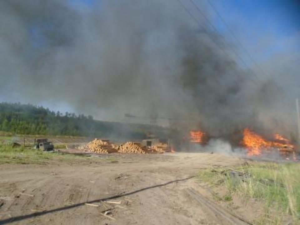 Пожарные 13 часов спасали иркутский поселок отогня