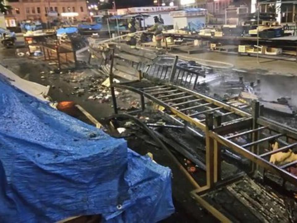 ВИркутске спалили торговые ряды около Центрального рынка