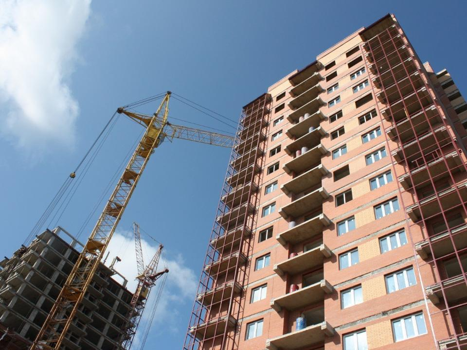 ВОмской области ввод жилья уменьшился ввосемь раз