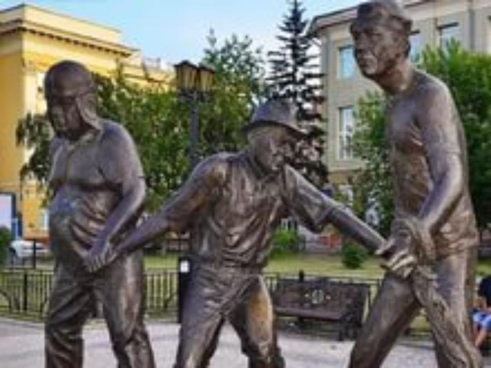 ВИркутске отремонтирован разрушенный вандалами монумент Леониду Гайдаю