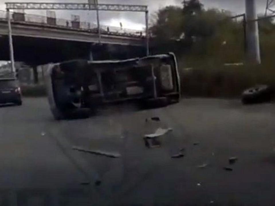 Двое пострадали вДТП стремя внедорожниками воВладивостоке