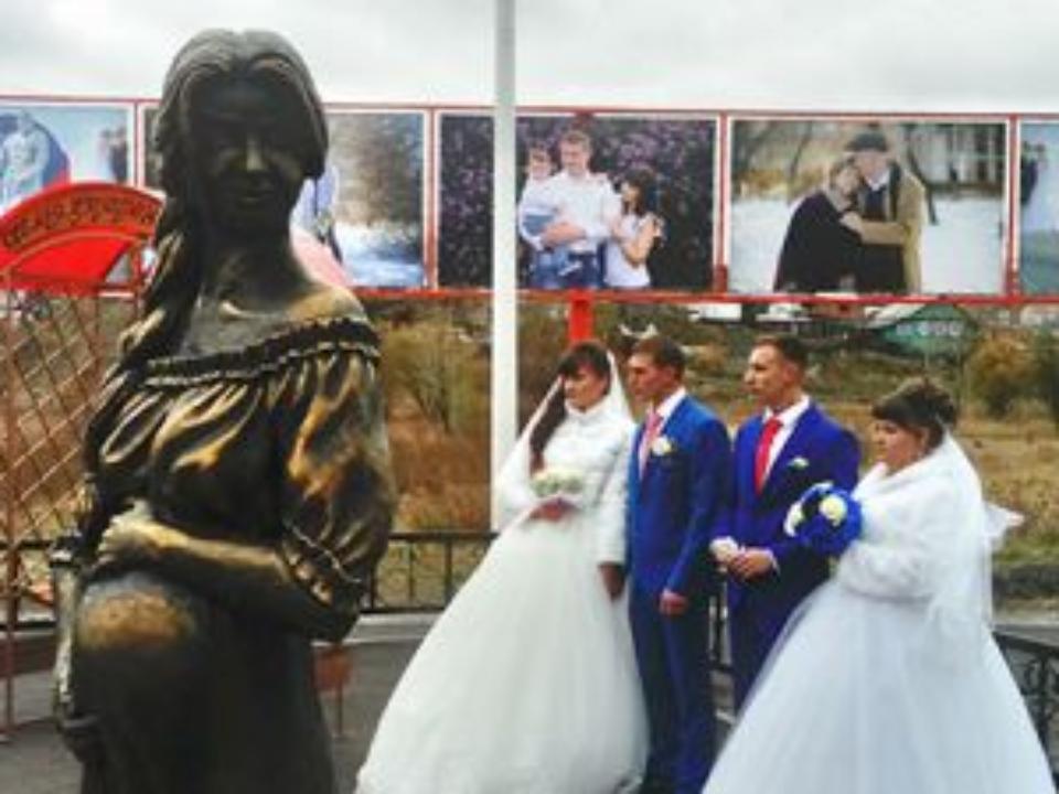 Семейный сквер с монументом беременной женщине открыли вЧеремхово