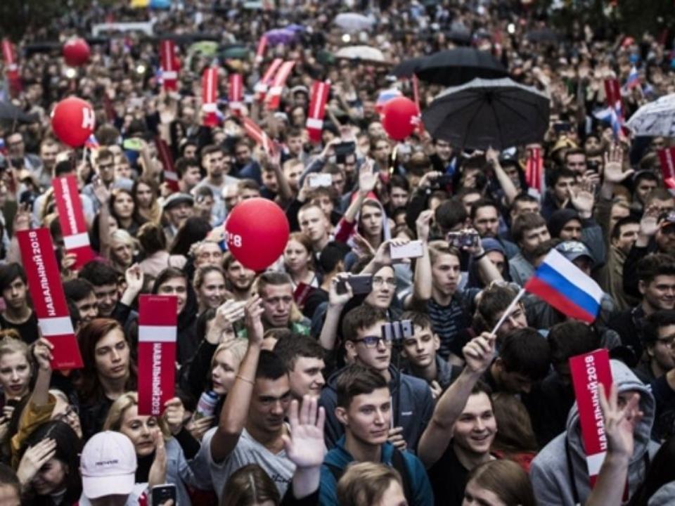 Школьника лицея изХабаровска грозят отчислить засотрудничество сНавальным