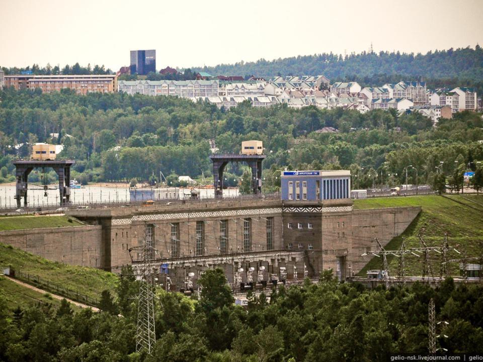 Антитеррористический комитет запретил движение грузового транспорта поплотине Иркутской ГЭС