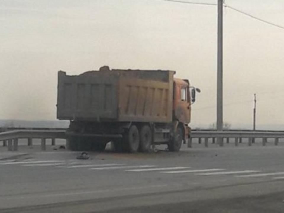КамАЗ насмерть сбил пешехода наобъездной дороге вНово-Ленино