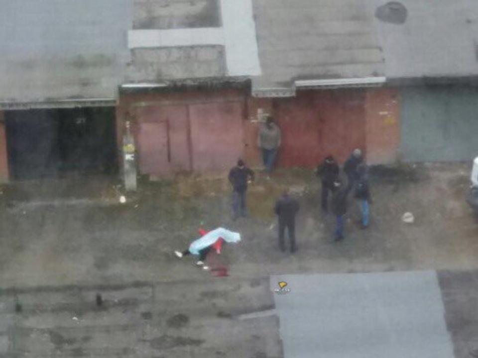 Вгаражном кооперативе Новосибирска обнаружили труп девушки
