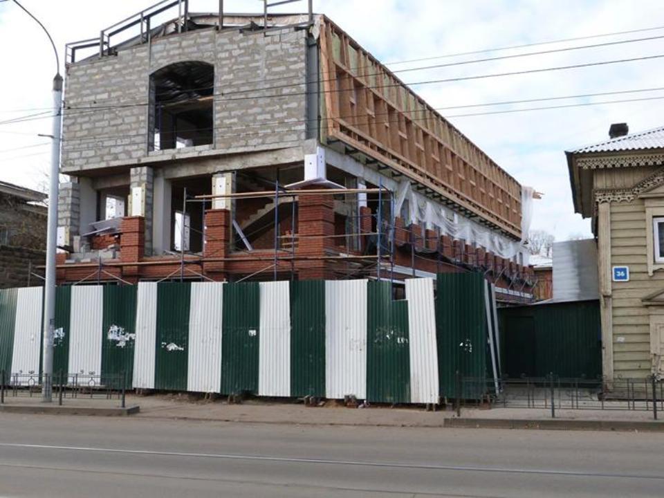 ВИркутске сносят трехэтажное строение, разрушающее Дом литераторов