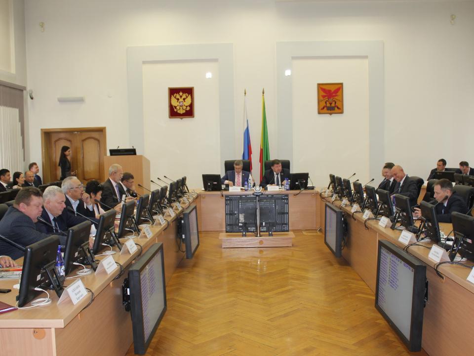 Бюджет на 2018-й поддержали 34 депутатов заксобрания, против— 4