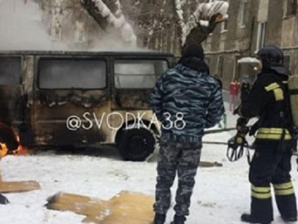 ВИркутске было найдено мужское тело всгоревшем Мазда Bongo