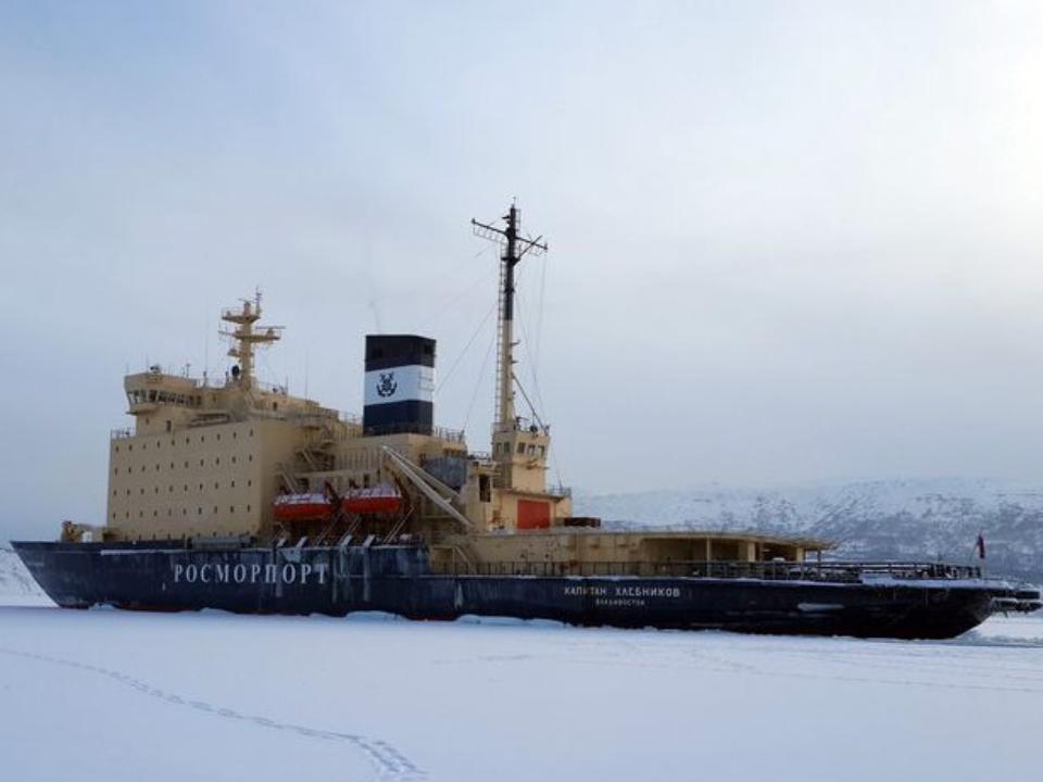 ВХабаровском крае «Капитан Хлебников» спас оторвавшихся нальдине рыбаков