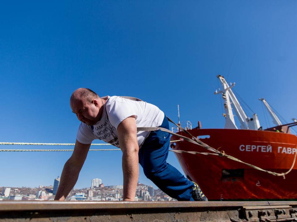 Иван Савкин установил мировой рекорд побуксировке судов