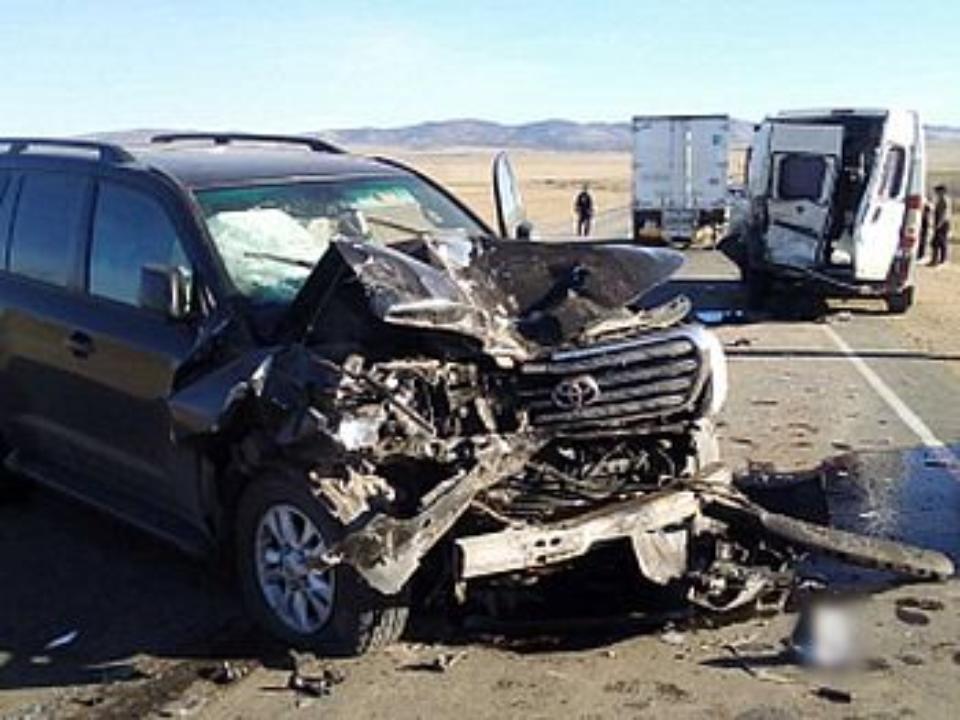 4 человека были привезены в клинику после ДТП сучастием микроавтобуса вБурятии