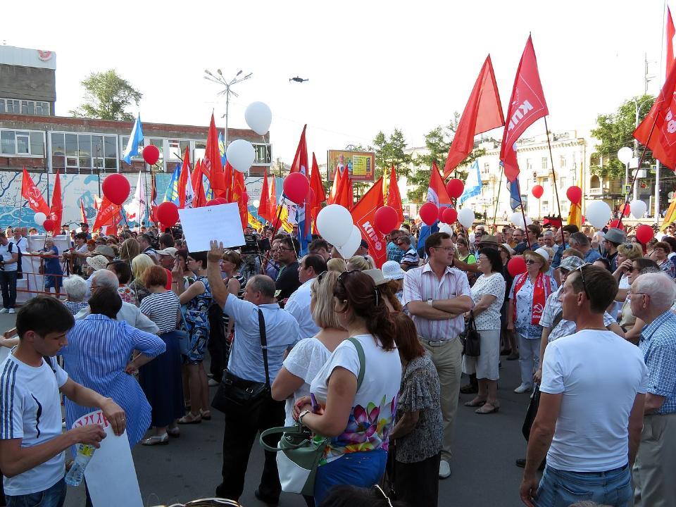 В Иркутске порядка семисот человек на жаре митинговали против повышения тарифов
