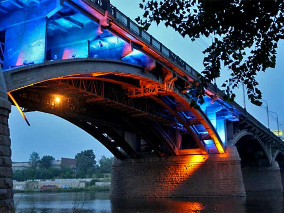 ВКрасноярске покажут все режимы подсветки Коммунального моста
