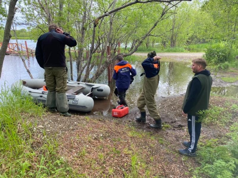Турист из Москвы 12 часов дрейфовал в резиновой лодке по реке на Камчатке