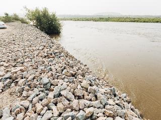 Крупнейшая в Бурятии река вышла из берегов и угрожает Улан-Удэ
